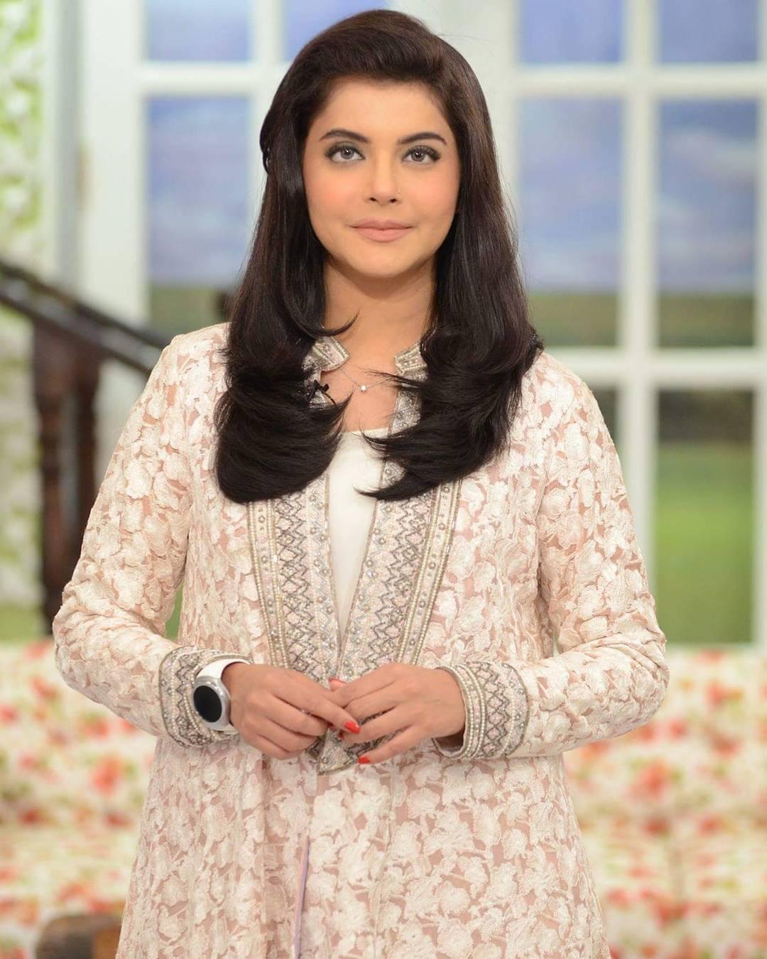 Curvy Pakistani Girls Fashion-30 Plus Size Outfits For Girls
