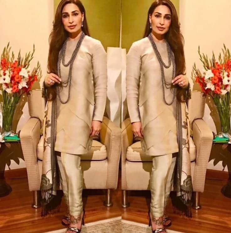 Outfits for Pakistani Women Over 30 (17)