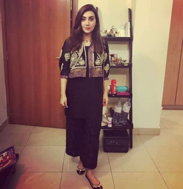 7d66ae84d7 20 Elegant Outfits for Pakistani Women Over 30