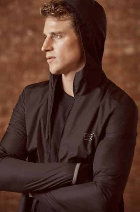 Ways for Men to Wear a Hoodie Stylishly (20)