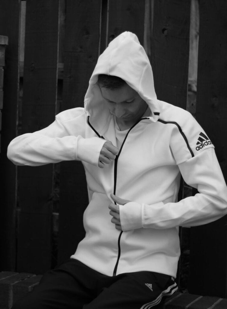 Ways for Men to Wear a Hoodie Stylishly (12)