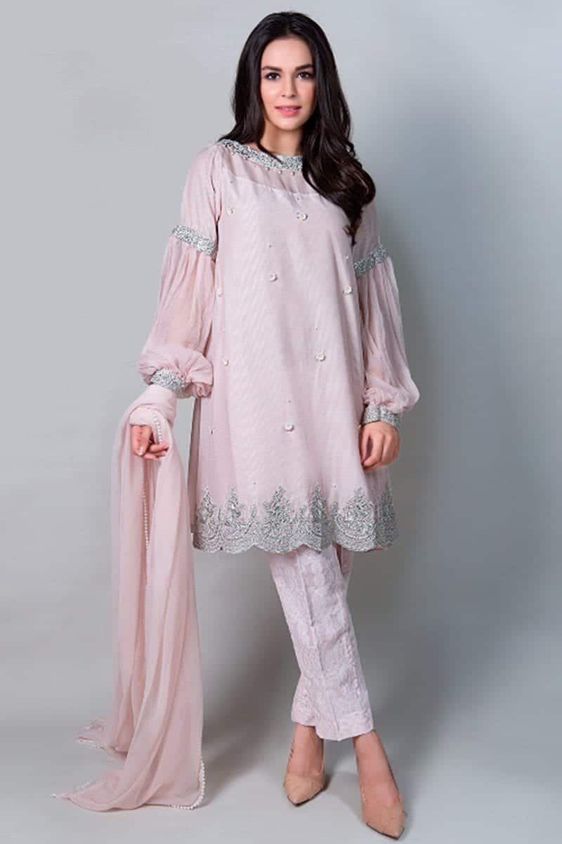 b04f5773ec 30 Trending Party Outfits for Pakistani Girls