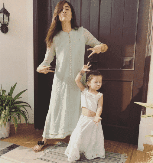 8e8692f64660d 20 Coolest Pakistani Mother Daughter Matching Outfits