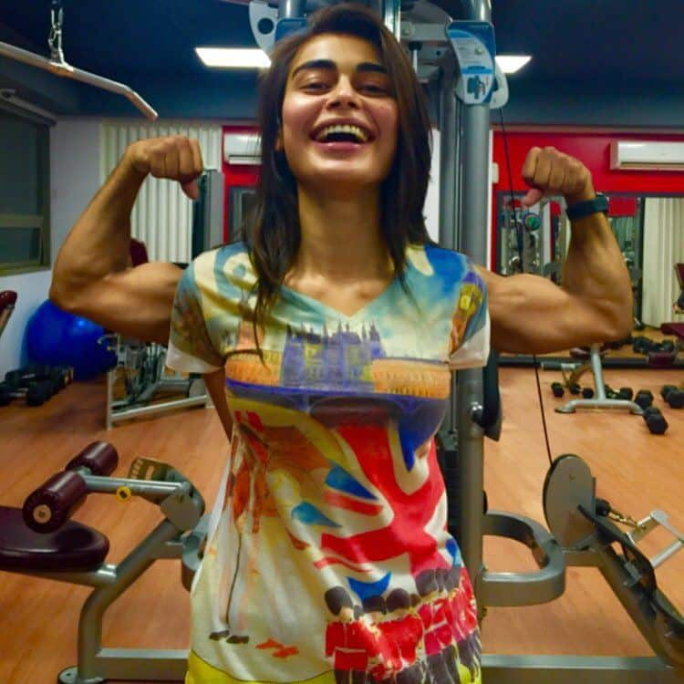 20 Best Sporty Outfits For Pakistani Girls - Cool Gym Clothing For Pakistani Girls