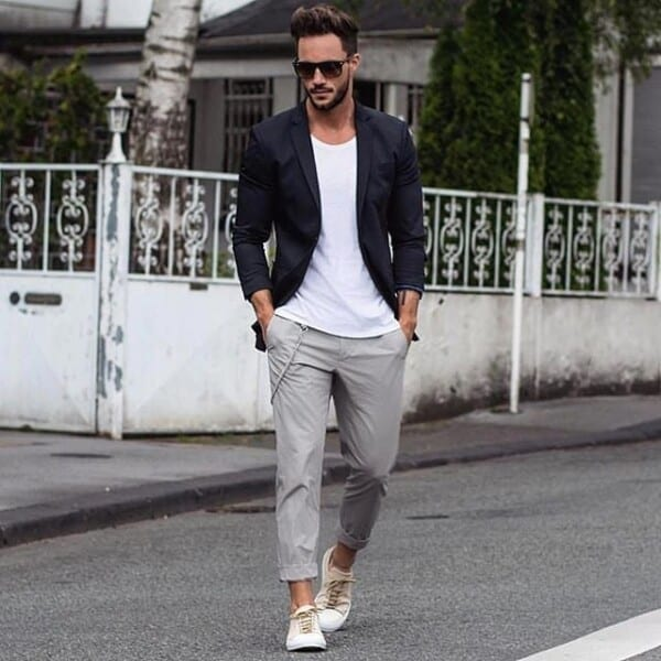 Outfits with White sneakers (5)