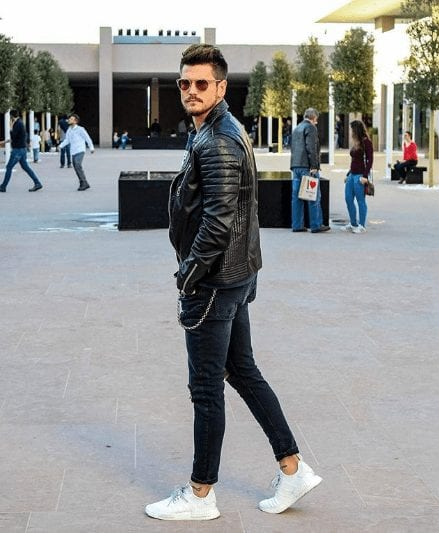 men outfits with white sneakers