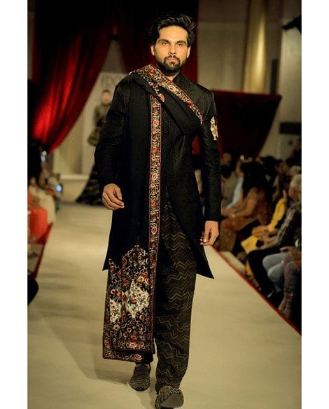 High Collar Side Slits Hand embroidered Metallic Thread work on Sleeves Ivory Kurta inside Slim-fit Charcoal Black Checkered Trousers Add-on Organza Stole