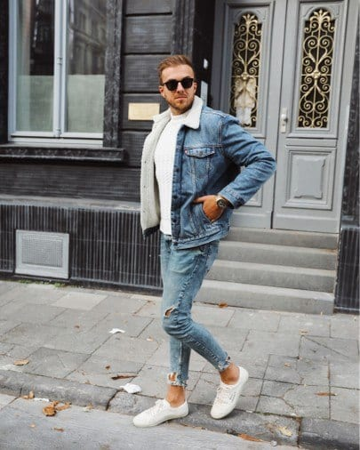Outfits with white sneakers for men (29)
