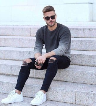 Outfits with white sneakers for men (38)