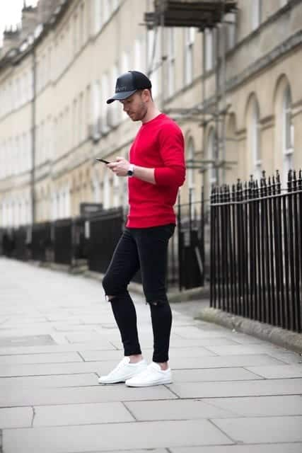 Outfits with white sneakers for men (37)