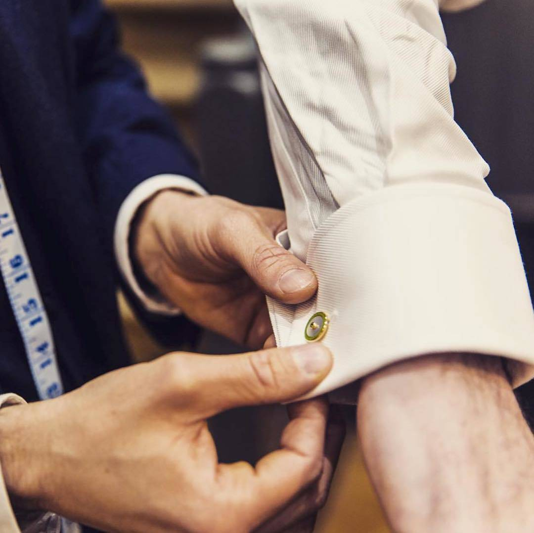 How to Put on Cufflinks? 10 Simple Tips with Tutorial