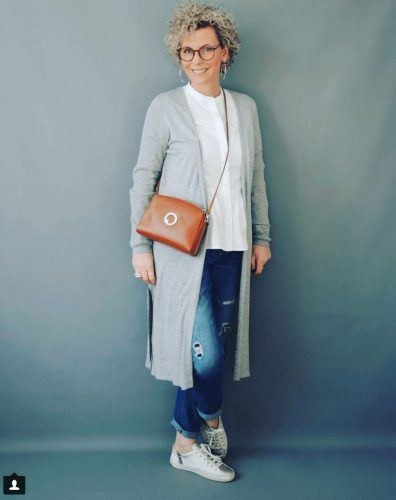 30 Best Traveling Outfits for Women over 50 (55)