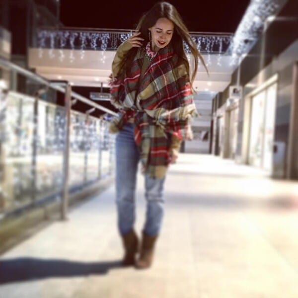 Jeans Outfits for Women in Winter (1)