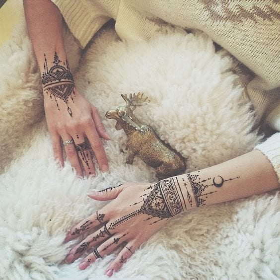 30 Best Bangle Mehndi Designs To Inspire You (33)