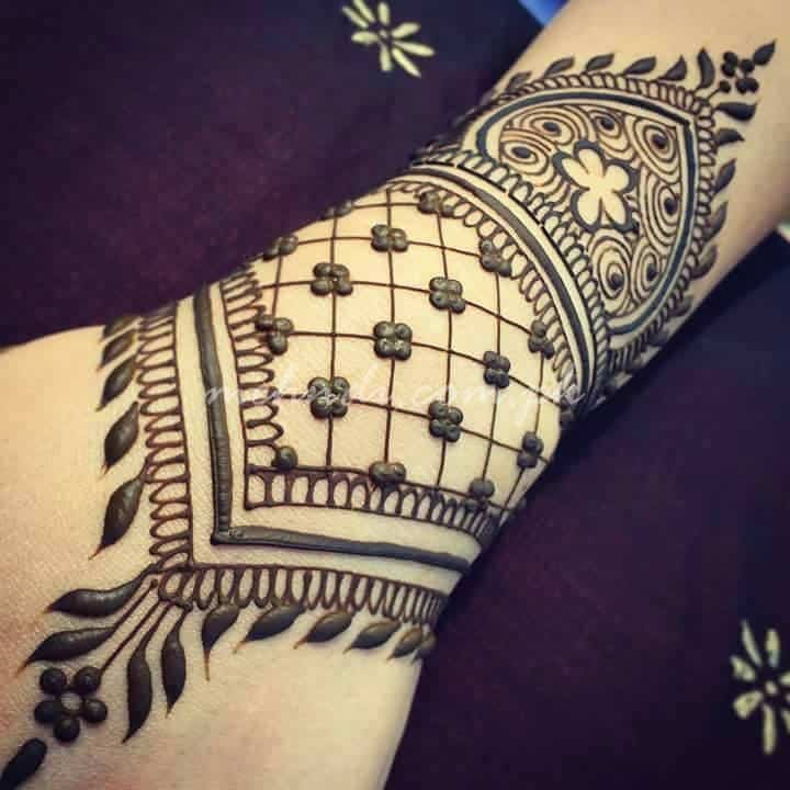 30 Best Bangle Mehndi Designs To Inspire You (24)