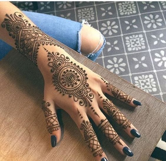 Engagement Mehndi Designs You Should Try (43)