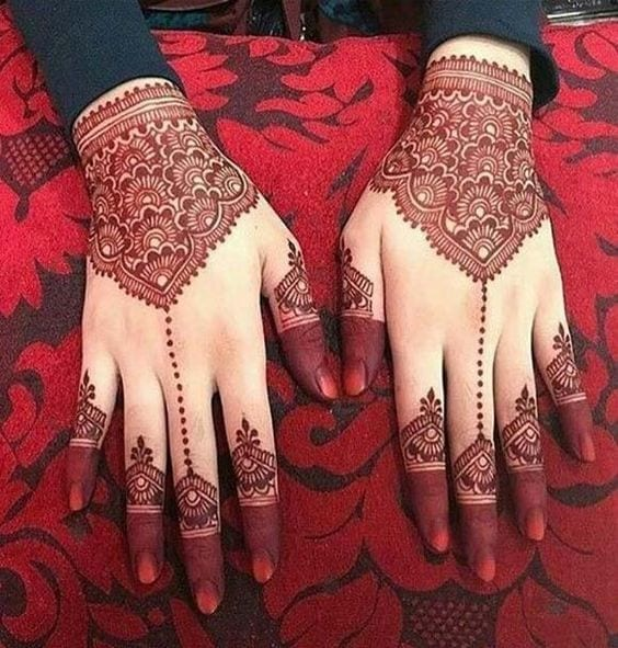 Engagement Mehndi Designs You Should Try (42)