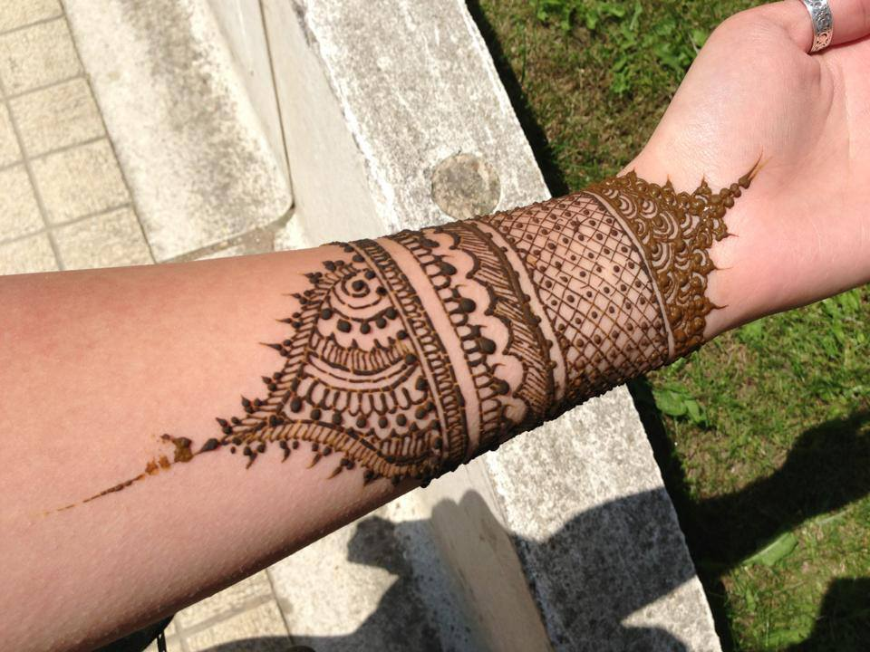 30 Best Bangle Mehndi Designs To Inspire You (22)