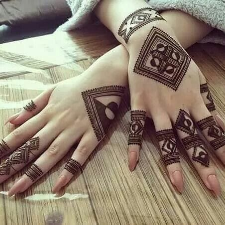 Engagement Mehndi Designs You Should Try (38)