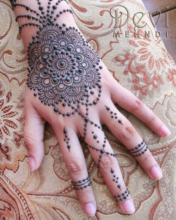 Engagement Mehndi Designs You Should Try (37)