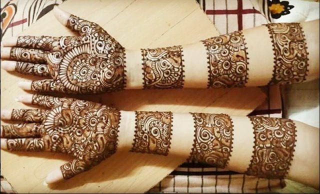 30 Best Bangle Mehndi Designs To Inspire You (17)