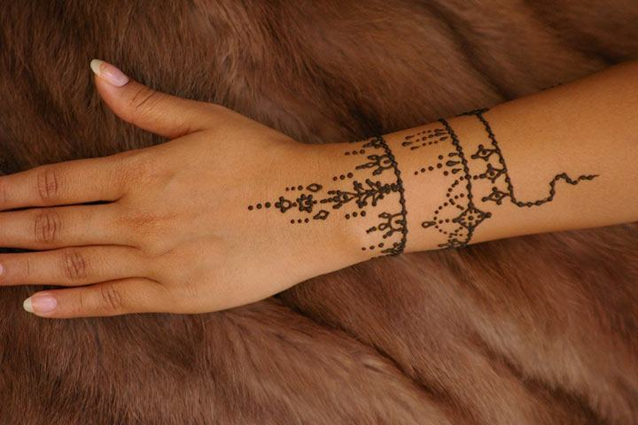 30 Best Bangle Mehndi Designs To Inspire You (16)