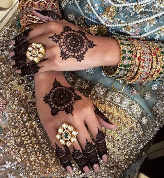 Engagement Mehndi Designs You Should Try (34)