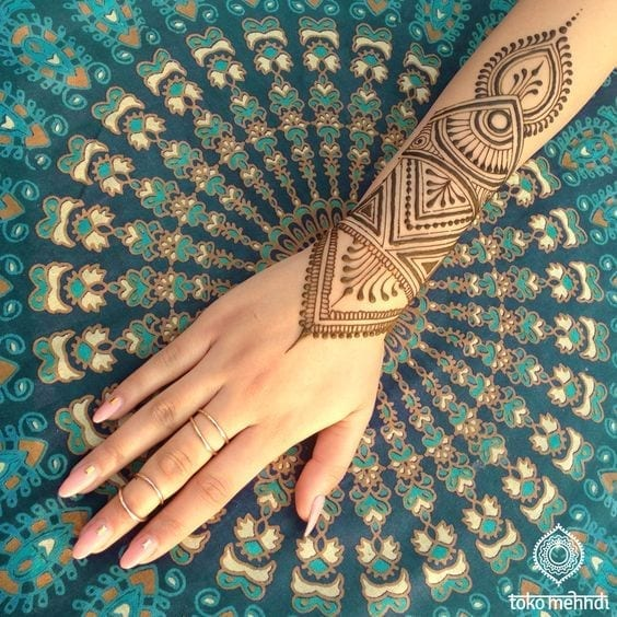 30 Best Bangle Mehndi Designs To Inspire You (32)