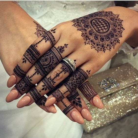 Engagement Mehndi Designs You Should Try (51)