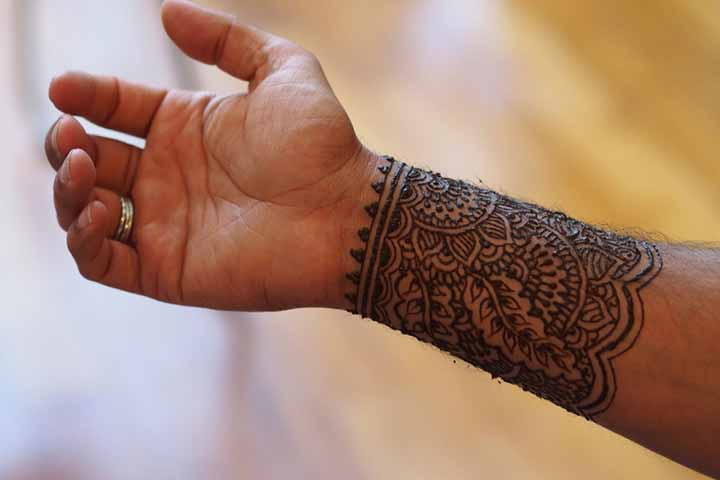 30 Best Bangle Mehndi Designs To Inspire You (14)