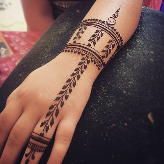 30 Best Bangle Mehndi Designs To Inspire You (12)