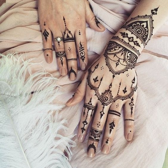 Engagement Mehndi Designs You Should Try (31)
