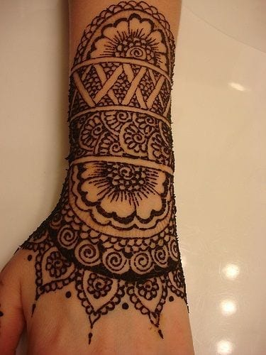 30 Best Bangle Mehndi Designs To Inspire You (7)