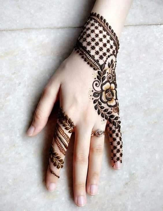 Engagement Mehndi Designs You Should Try (26)