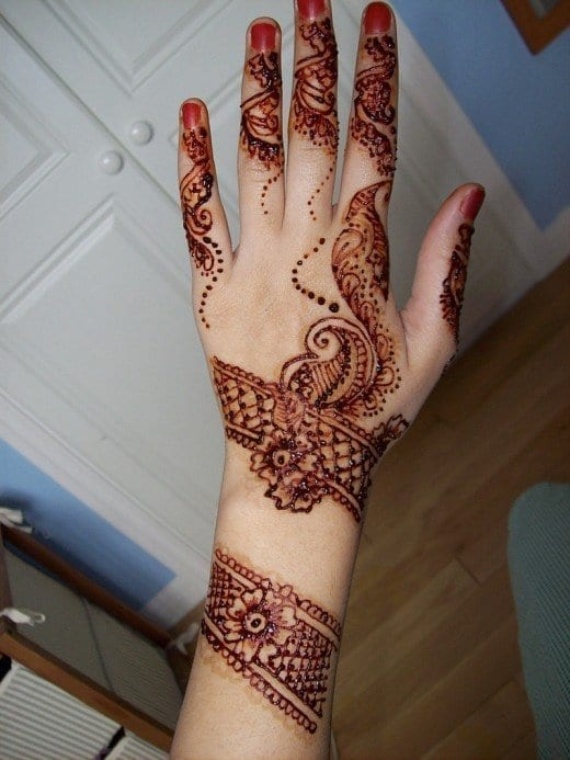 30 Best Bangle Mehndi Designs To Inspire You (6)