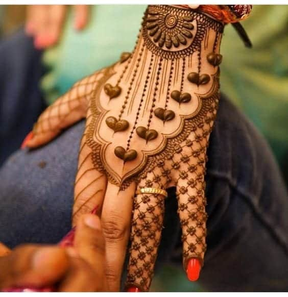 Engagement Mehndi Designs You Should Try (25)
