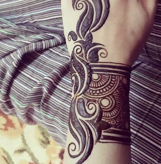 30 Best Bangle Mehndi Designs To Inspire You (5)