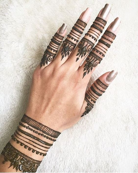 30 Best Bangle Mehndi Designs To Inspire You (28)