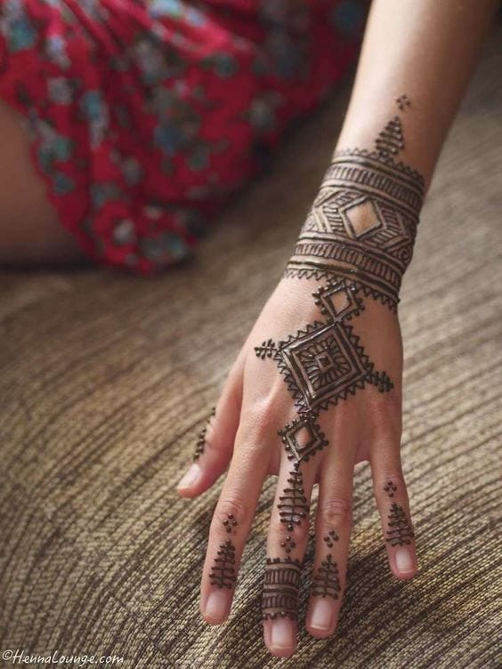 30 Best Bangle Mehndi Designs To Inspire You (27)