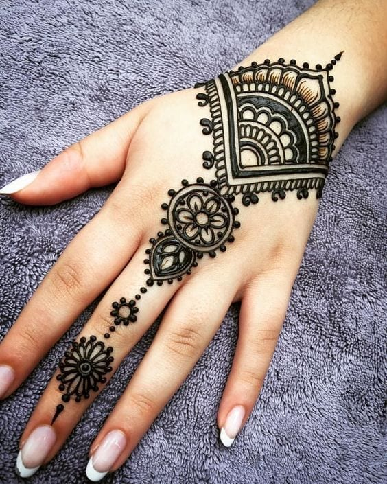 Engagement Mehndi Designs You Should Try (46)
