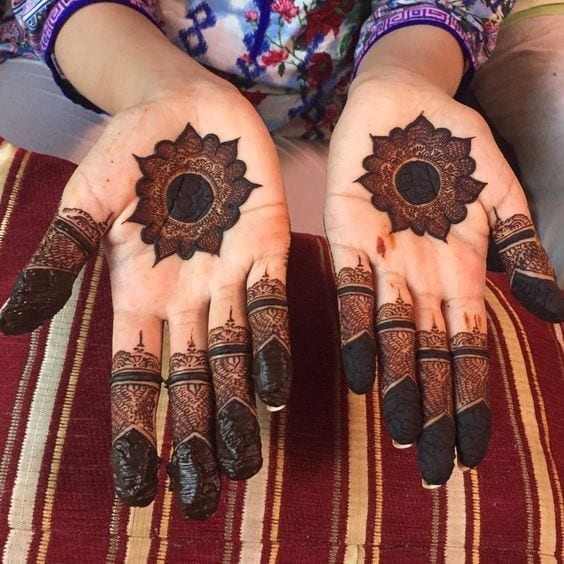 Engagement Mehndi Designs You Should Try (45)