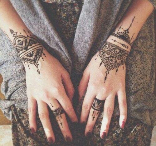 Most Popular Mehndi Tattoo Designs (13)