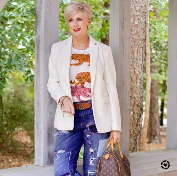 Styling Jeans for Women Over 50 (18)