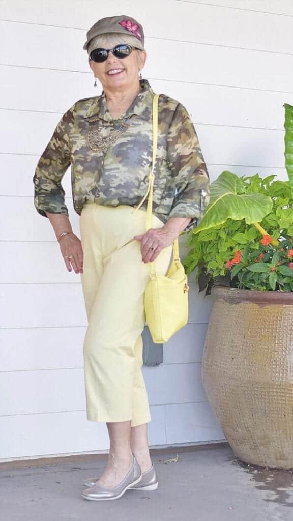 Styling Capri Pants for Women Over 50 (10)
