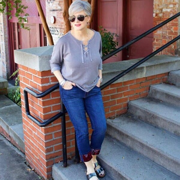 Styling Jeans for Women Over 50 (4)