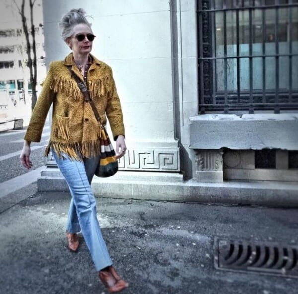 Styling Jeans for Women Over 50 (3)