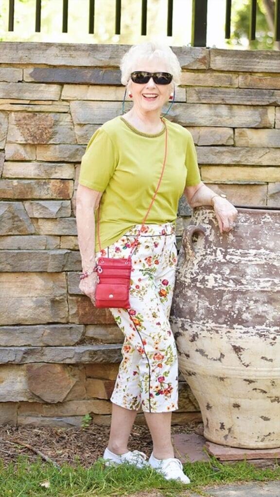 Styling Capri Pants for Women Over 50 (4)