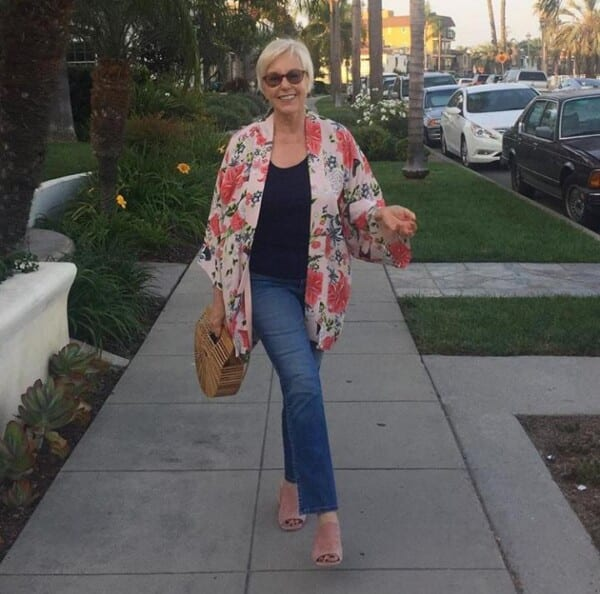 Styling Jeans for Women Over 50 (12)