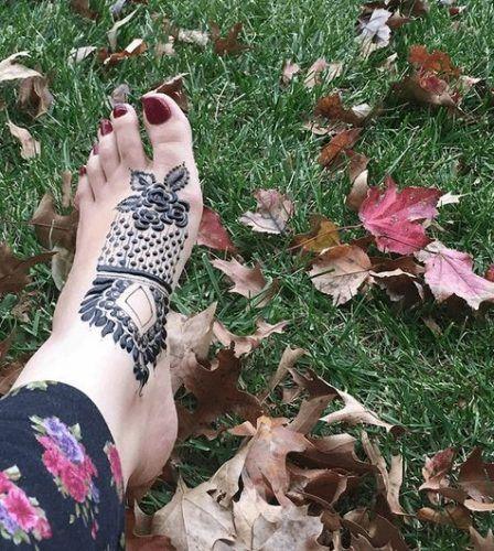 Beautiful Mehndi Designs for Feet (49)