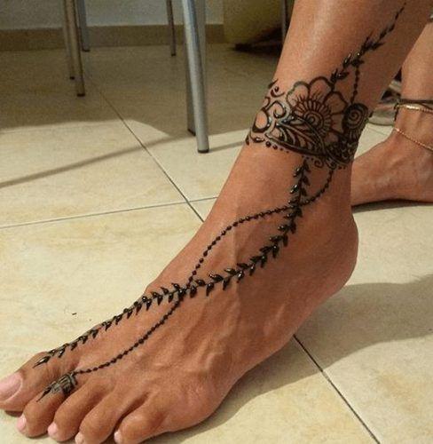 Beautiful Mehndi Designs for Feet (21)